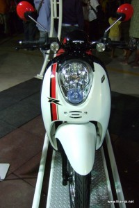 Honda Scoopy-i white colour front
