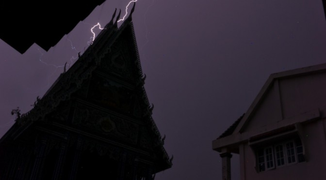 Thunder hits on Wat Paknam Khaem Nu