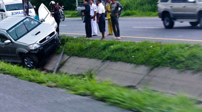 Toyota Vigo dropped into roadside ditch