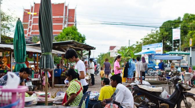 Market in Paknam Khaem Nu